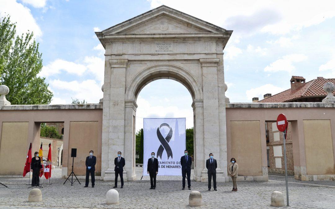 El Ayuntamiento de Alcalá de Henares celebra un acto en recuerdo y homenaje a las víctimas de la COVID-19