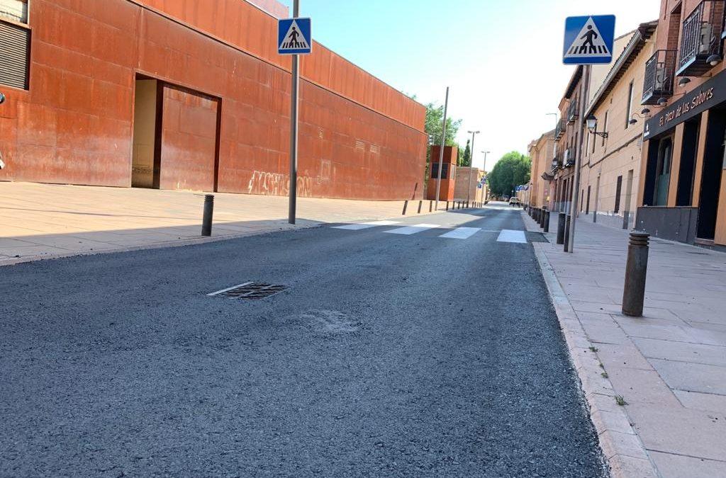El Ayuntamiento asfalta la calle Carmen Descalzo