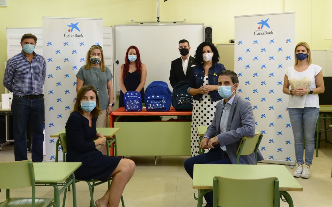 La Fundación «la Caixa» y CaixaBank facilitan que 700 menores vulnerables de Alcalá de Henares vuelvan al colegio en mayor igualdad de condiciones