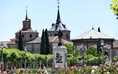 El Ayuntamiento renueva la red de saneamiento de los aseos municipales en la Plaza de Cervantes
