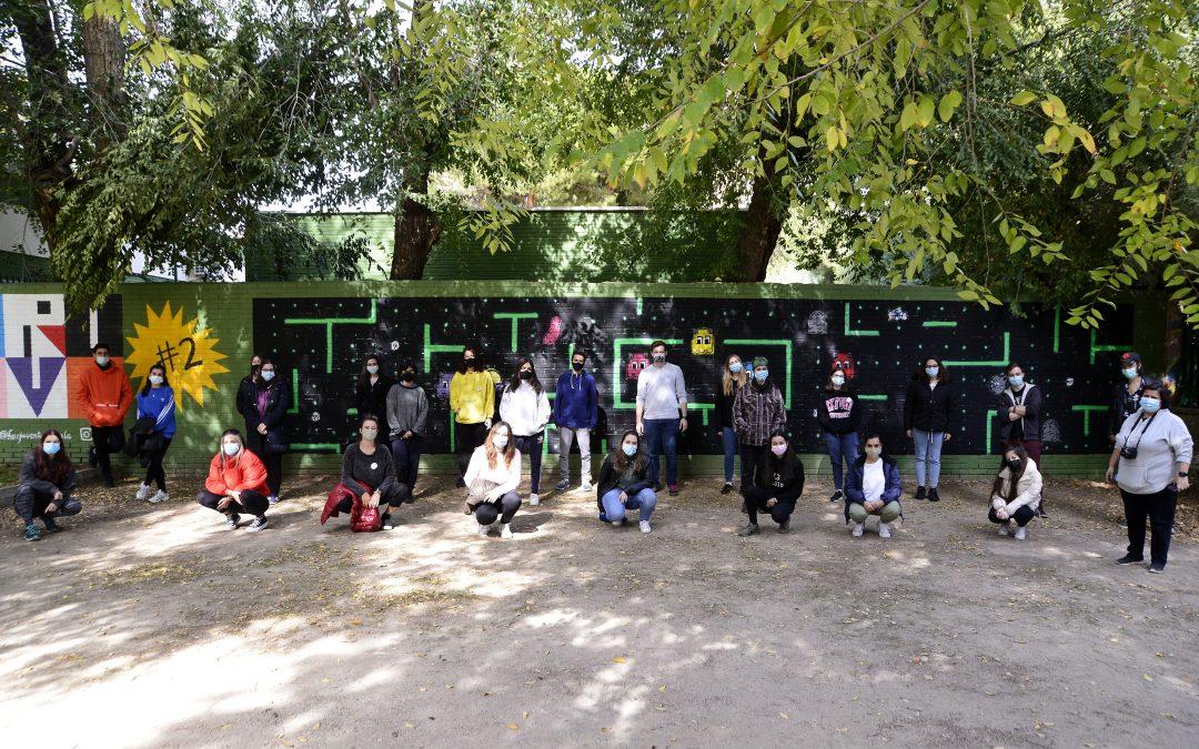 """Más de una veintena de jóvenes complutenses participaron en el proceso creativo del """"nuevo"""" mural de la JUVE"""